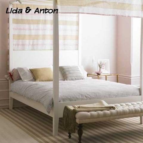 Яркая спальня с балдахином
