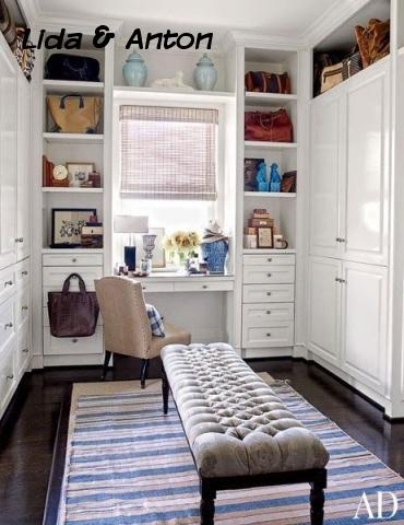 Белая гардеробная с туалетным столиком