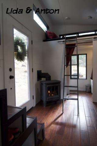 Дверь в дом на колесах