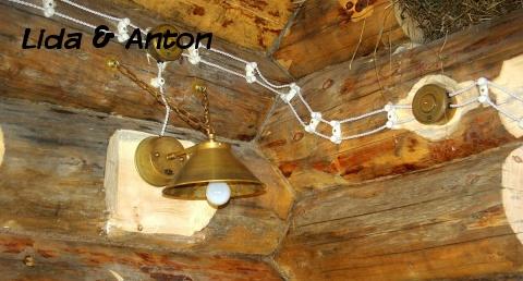 открытая ретро проводка с медным светильником
